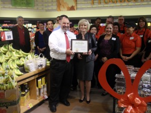 "Sandy presents a ""You Make the Difference"" award to store manager Rick Rescingo at the Swann Avenue Winn Dixie Ribbon Cutting Ceremony."