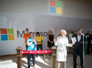 Commissioner Sandy Murman welcomes Microsoft to International Mall during a special ribbon cutting ceremony.