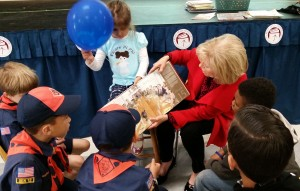 Sandy took time to read to some young students during the Pi Beta Phi Book Distribution for Title 1 Schools event, which was part of its Day of Service campaign.