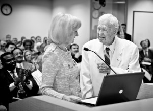 Commissioner Murman honors Jack Horner, former prisoner of war and missing in action during World War II, for his service to our nation and Hillsborough County at a BOCC meeting.