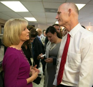 Governor Rick Scott and Commissioner Murman visit West Tampa small business owners and residents at Arco Iris.